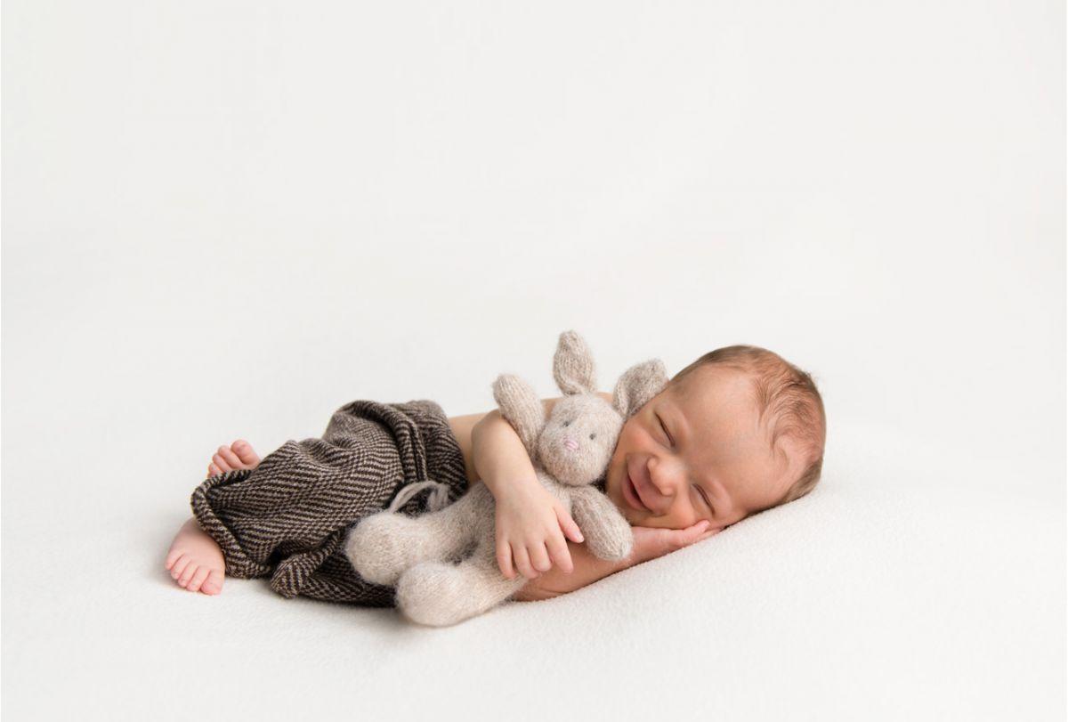 neugeborenenshooting-hase-smile