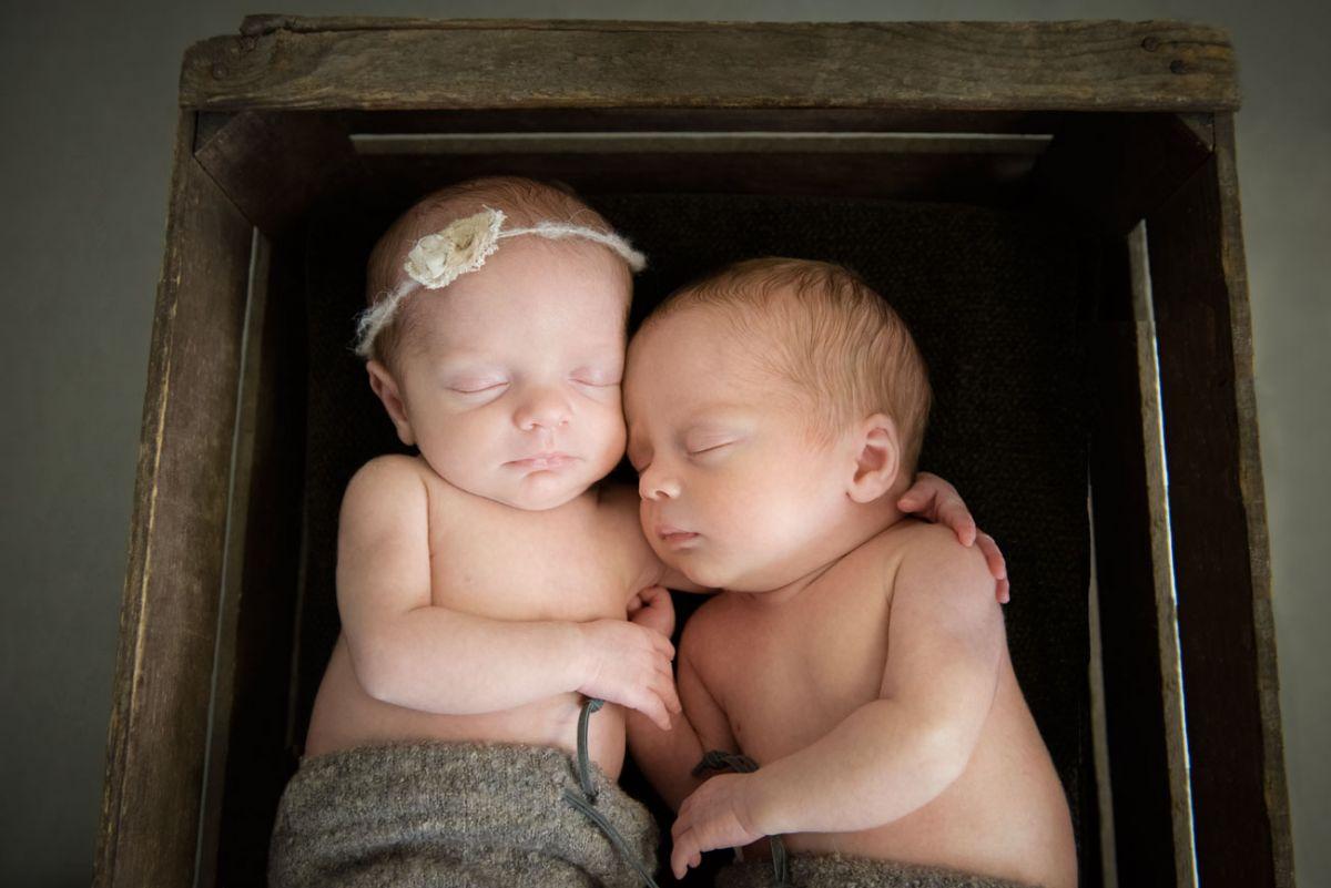 newborn-twins-momentegrafie